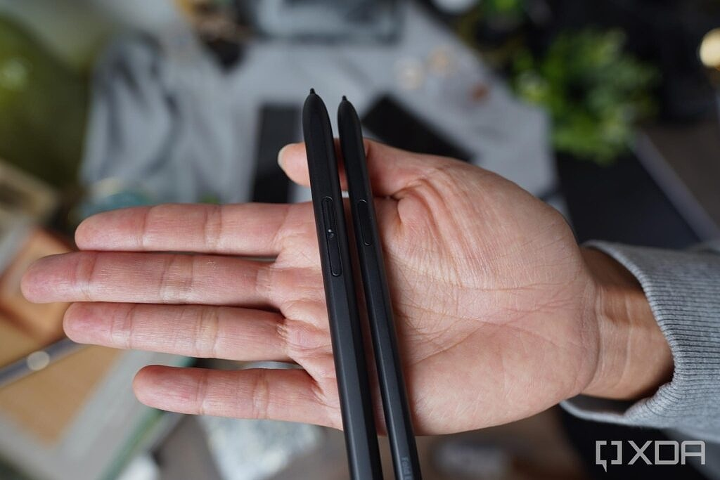 S-Pen Pro and S-Pen Fold Edition (right)