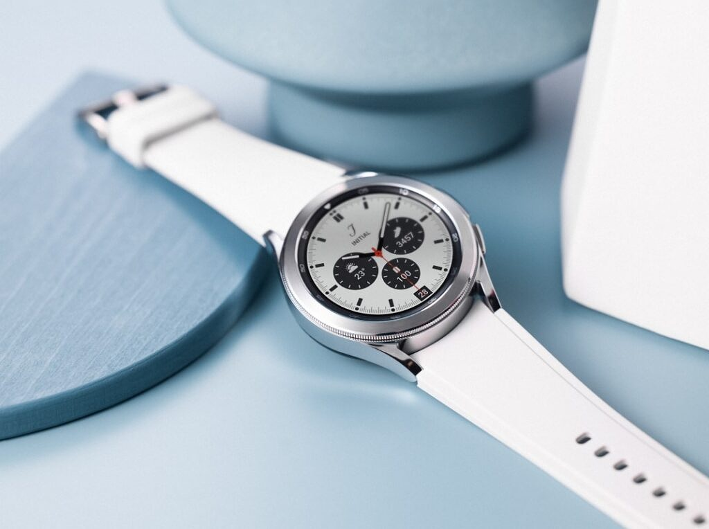 Samsung Galaxy Watch 4 Classic in white color band