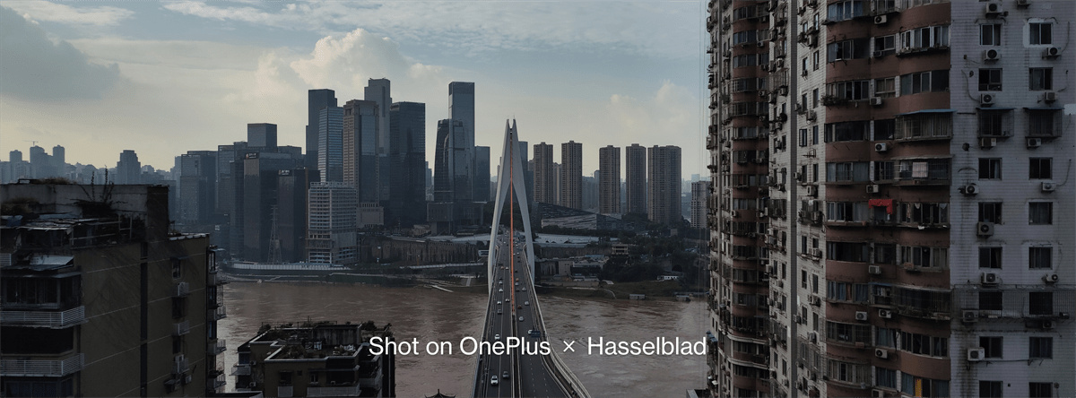 A photo shot with OnePlus9's XPan Mode showing a bridge and tall buildings