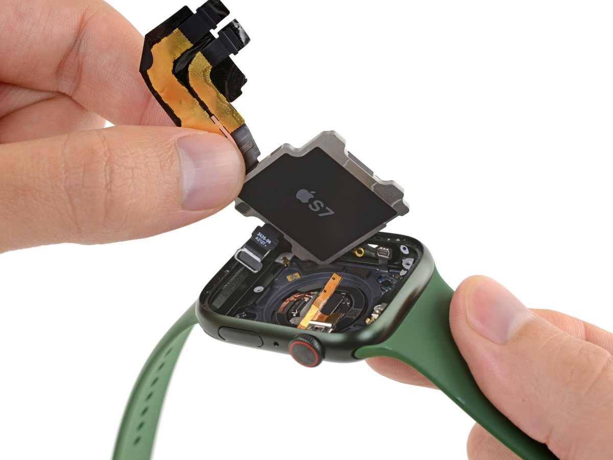 Apple Watch Series 7 teardown reveals no diagnostic port and iPhone 13-like display